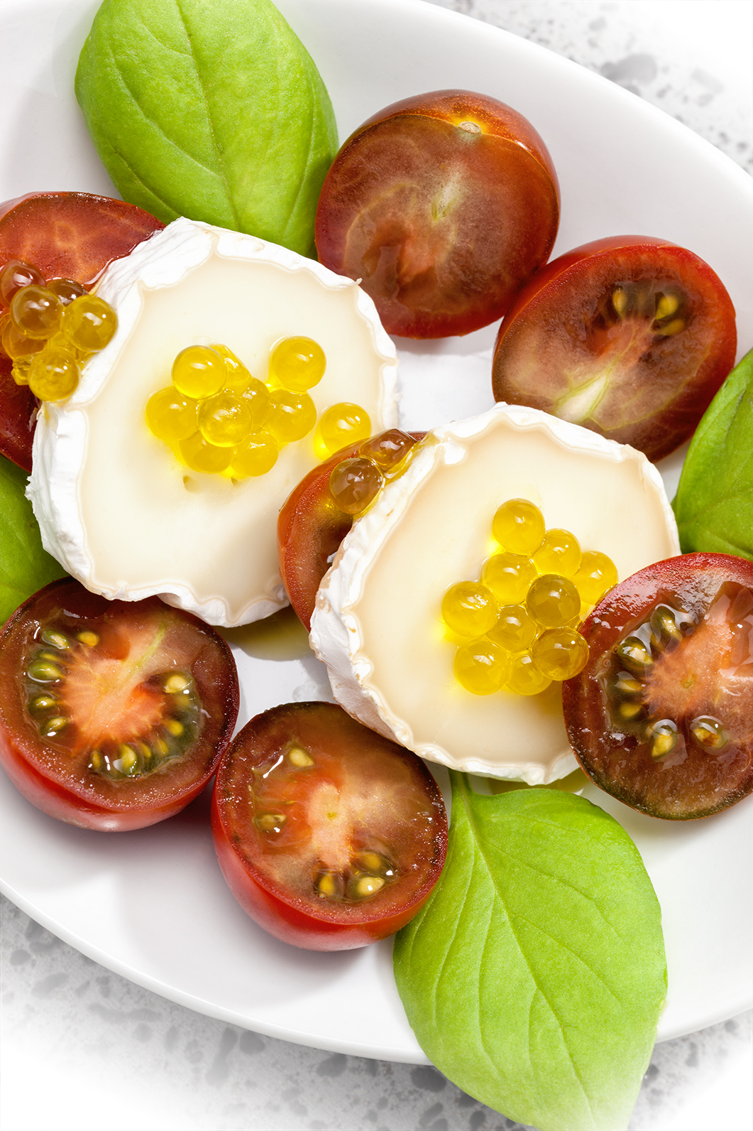 ensalada con esferas de aceite de oliva 900